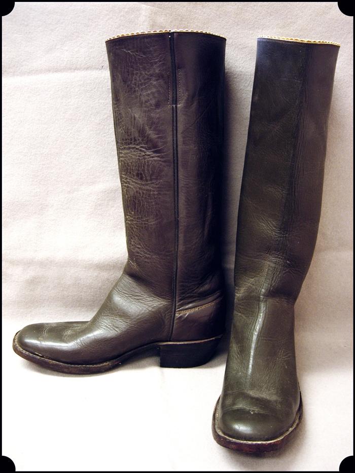 5499f9976a0 cowboy boots lady cowboy Wild West performer.